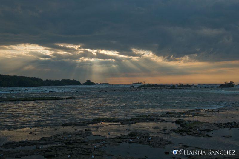 Alba sul fiume Niagara