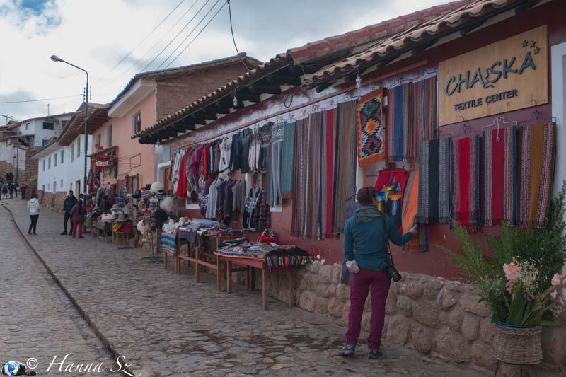 Chinchero strada con negozi